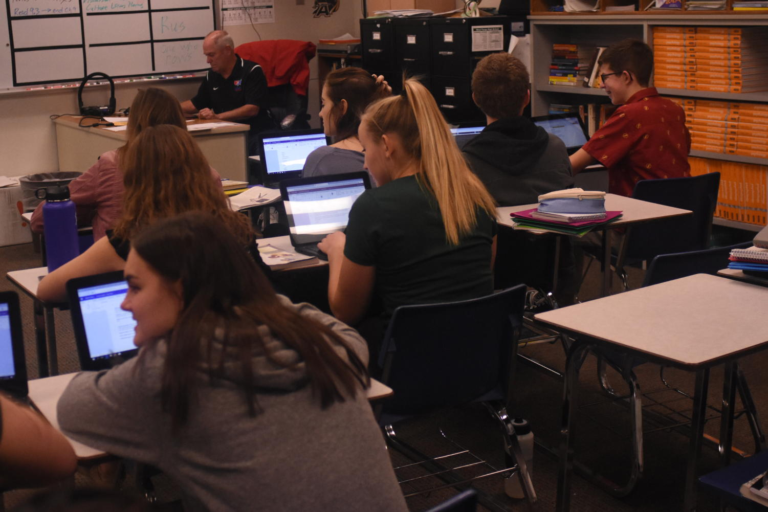 A group of students in Eric Zwingel's class using the 1:1 devices. Photo by Ragen Diemer